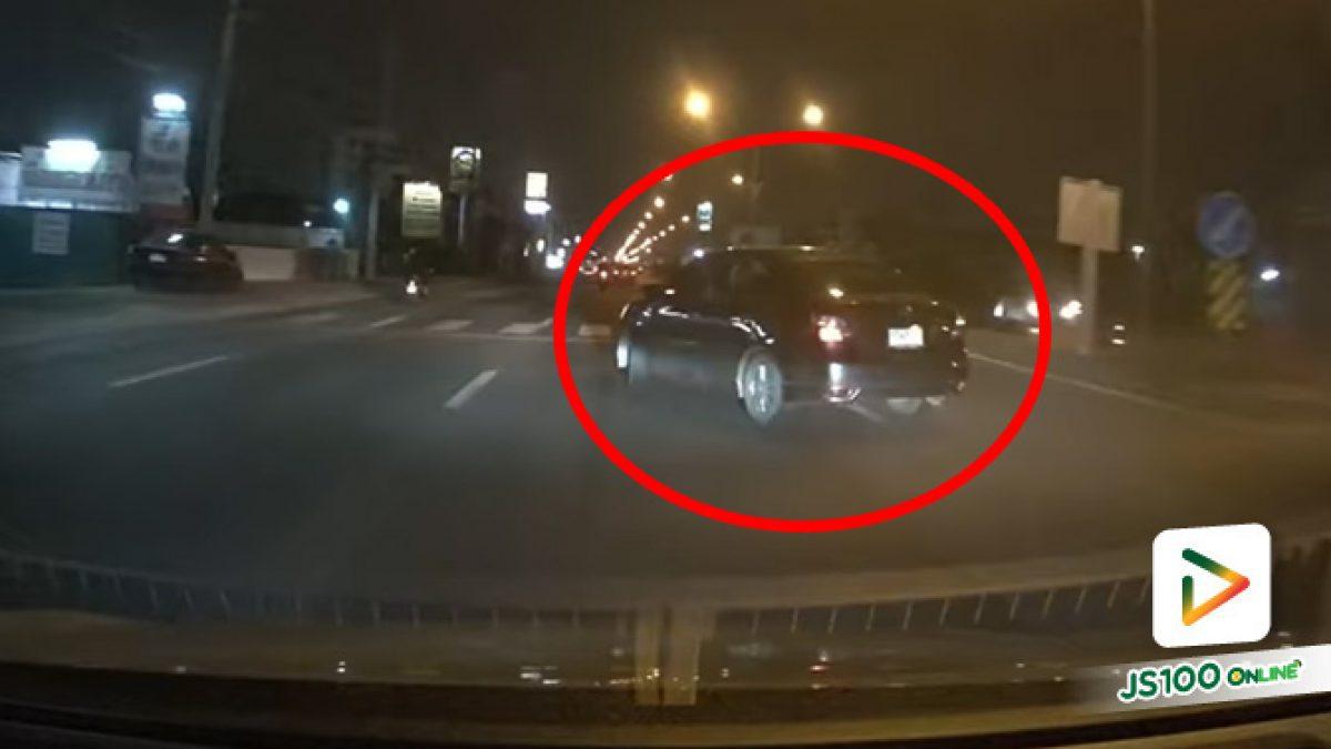 ก็เห็นไหมว่ามีรถขับมา แต่ยังกลับรถตัดหน้าอีก.. (26/10/2021)