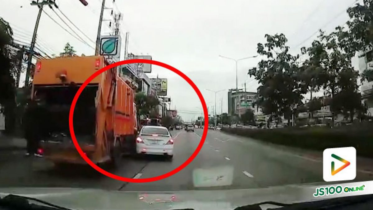 รถขยะคันเล็กแหละ แซงขึ้นไปเปิดไฟเลี้ยวปุ๊บก็เลี้ยวเลย..