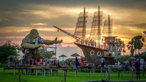 สำเภาไทย จ.พัทลุง ถ่ายรูปคู่กับคิงคองยักษ์และเรือสำเภากลางทุ่งนา