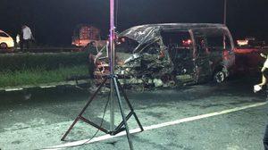 รถตู้โดยสารอัดพ่วง 18 ล้อ ที่สิงห์บุรี ไฟลุกคลอก 3 ศพเจ็บ 8