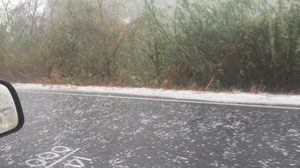 ฮือฮา! ลูกเห็บถล่มบุรีรัมย์ พื้นขาวโพลนคล้ายหิมะตก (คลิป)