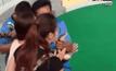 นักท่องเที่ยวจีนถูกงูเหลือมกัดจมูก