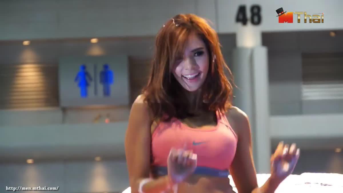 อุ้ม ลักขณา ล้างรถ เซ็กซี่ฮอลล์แทบแตก Bangkok Auto Salon 2015