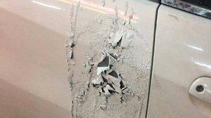 หนุ่มลั่น ผมไม่ไหวแล้ว! หลังถูกแฟนเก่าตามจองเวร ทุบกระจก – สาดน้ำกรดใส่รถ