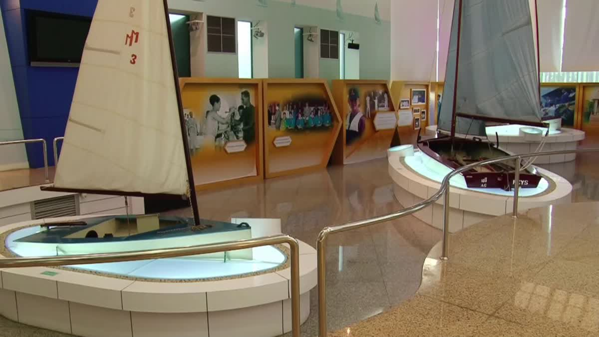 เรือใบฝีพระหัตถ์ ในหลวง ร.9 ที่พิพิธภัณฑ์กีฬาแห่งชาติ
