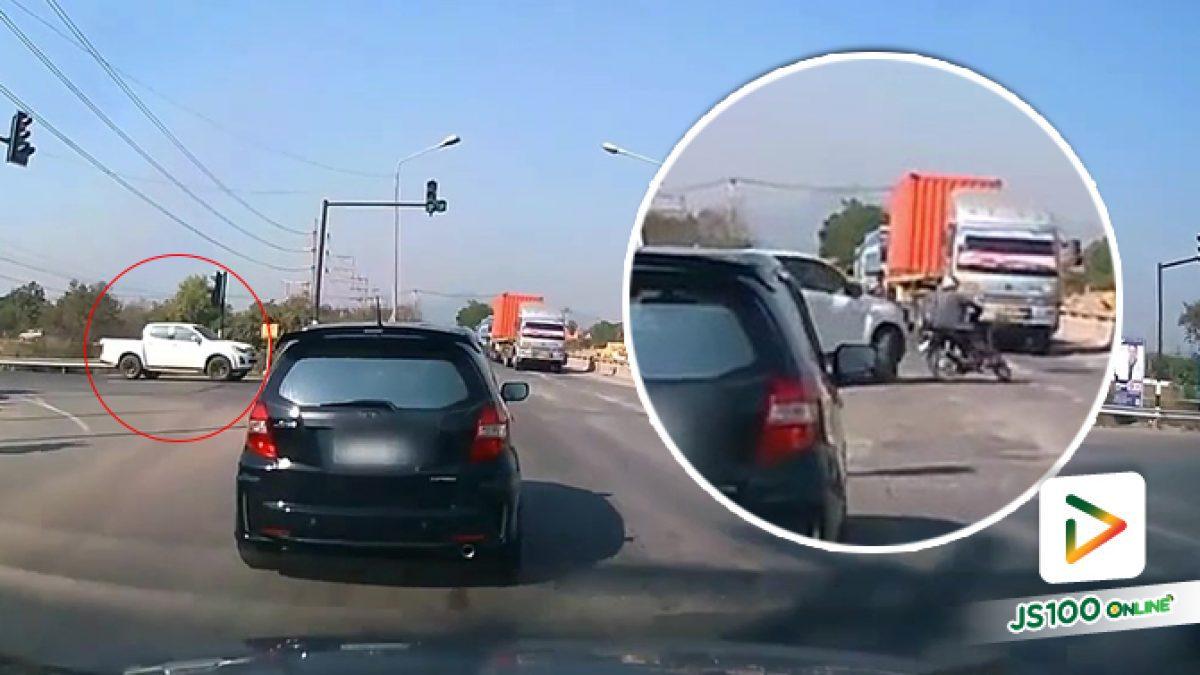 เลี้ยวซ้ายผ่านตลอด ก็อย่าลืม..ระมัดระวังรถทางตรงด้วยนะครับ