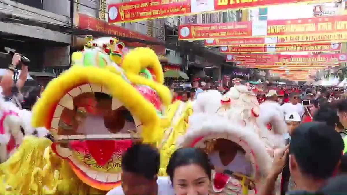 เยาวราช คึกคัก! ประชาชนแต่งกายชุดจีน-สีแดง ฉลองตรุษจีน
