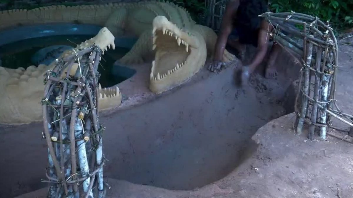 อย่างเทพ! ชาวกัมพูชา โชว์สกิล สร้างบ่อสำหรับเลี้ยงลูกจระเข้ สวยงามมากๆ
