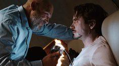ฉากที่ โทนี สตาร์ก โดนเล่นงานใน Infinity War คล้ายกับฉากที่เขาเคยโดนในหนัง Iron Man