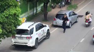 วัยรุ่นหัวร้อน! จอดรถลงมาต่อว่านักข่าว ฉุนถ่ายคลิปกลับรถในที่ห้าม