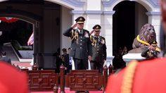 'บิ๊กตู่' แต่งชุดทหารเต็มยศ เป็นประธานในวันกองทัพไทย ปี 2560