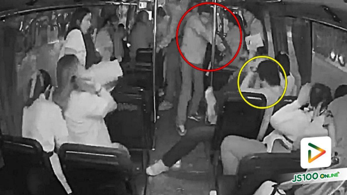 กลุ่มวัยรุ่นชักมีด - ปืนทำร้ายคู่อริบนรถเมล์ (17-07-61)