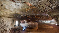 'Backham Creek Cave' นอนถ้ำอย่างหรู อยู่แบบฟลิ้นท์สโตนส์