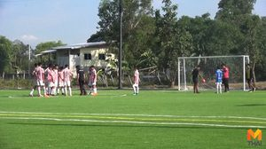 นักธุรกิจสาวทุ่ม 10 ล้าน สร้างสนามฟุตบอลให้ลูกชาย