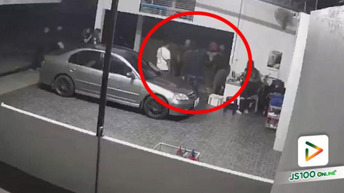 หนุ่มหัวร้อนเข้าพบตำรวจแล้ว! หลังบุกทำร้ายเจ้าของและพนักงานคาร์แคร์ ยืนยันไม่ใช่จนท.กู้ภัย (13/02/2021)