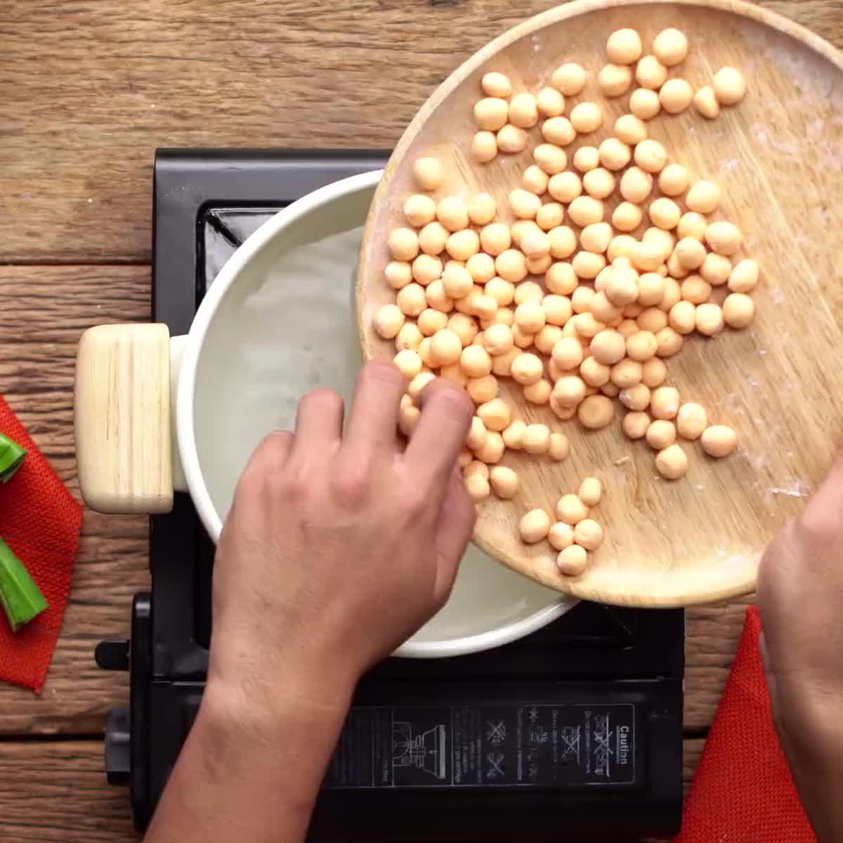 """วิธีทำ บัวลอยมันเทศน้ำเต้าหู้ กินข้าวกัน by """"แม่อ้อ"""""""