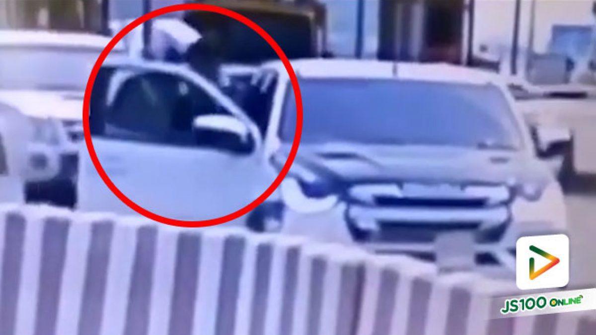 ล่าหนุ่มซิ่งปิคอัพหนี! หลังกระชากทำตำรวจตกรถแขนหัก ระหว่างขอตรวจค้นอยู่นาน