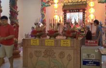 ชาวไทยเชื้อสายจีนขอพรสิ่งศักดิ์สิทธิ์เนื่องในเทศกาลตรุษจีน