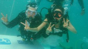 คู่รักจูงมือ ดำดิ่งทะเลตรัง วิวาห์ใต้สมุทร 2017