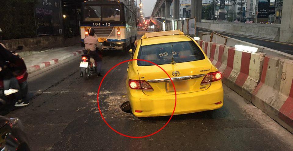 เปิดภาพแท็กซี่ติดท่อระบายน้ำ หลังฝาท่อเกิดแตกขณะขับผ่าน