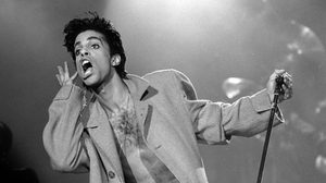 แฟนเพลงแห่อาลัย Prince เสียชีวิตด้วยวัย 57 ปี