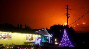 สหรัฐฯ เผยกระแสลมยังแรง แม้จะสามารถดับไฟป่าได้มาก