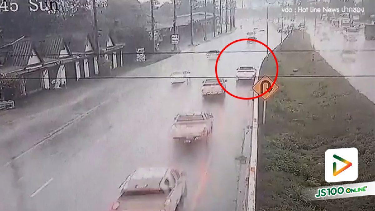 อุทาหรณ์ฝนตกถนนลื่นอย่าขับเร็วไม่งั้นอาจะเสียหลักแบบนี้ (18-06-62)