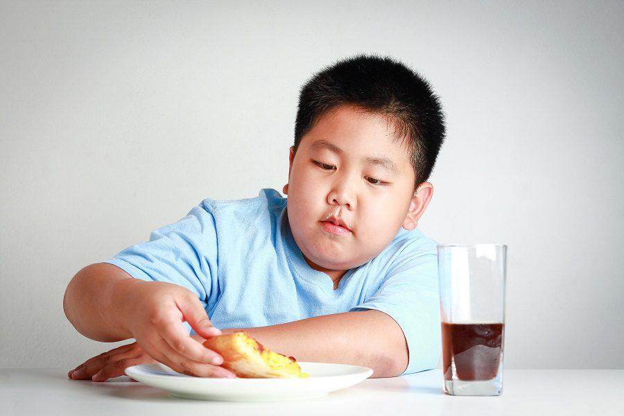 """""""โรคอ้วนในเด็ก"""" ความน่ารักที่แฝงด้วยอันตราย"""