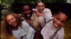 สามนักแสดงเด็กโชว์ฝีมือ ส่งผ่านจินตนาการสู่เรื่องราวมหัศจรรย์สุดคลาสสิค ใน ปีเตอร์แพน กับ อลิซ ตะลุยแดนมหัศจรรย์