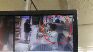 สะเทือนใจ ! คลิปพนักร้านงานสะดวกซื้อดัง ทำร้ายกันเองภายในร้าน