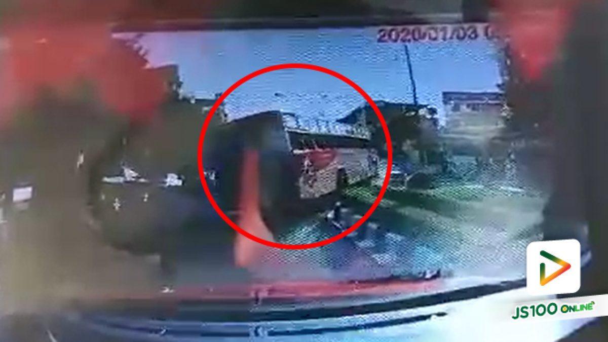 รถเมล์สาย 81 เบรคแตก!! คนขับตัดสินใจหักรถชนแบริเออร์ ผู้โดยสารปลอดภัยดี (03/01/2020)
