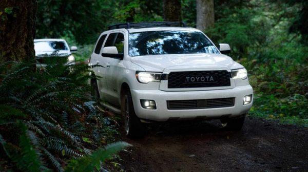 หากคุณกำลังมองหารถยนต์ในแบบออฟโรดที่สามารถพาครอบครัวของคุณบุกป่าผ่าดงได้แบบสมบุกสมบันเเล้วล่ะก็ 2020 Toyota Sequoia TRD Pro ดูจะเป็นคำตอบที่คุณต้องการมากที่สุดเพราะมันสามารถพาคุณไปได้ทุกภูมิประเทศไม่ต่างจากรถรุ่น 4 Runner TRD Pro หรือ Tacoma TRD Pro