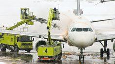 การฉีดพ่นสาร De-ice ที่เครื่องบิน