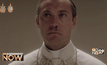 """""""จู๊ด ลอว์"""" แปลงโฉมเป็นโป๊ปหนุ่มมาดร้าย ในซีรีส์ The Young Pope"""