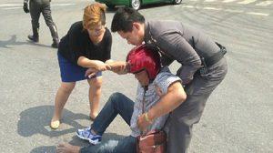 ผบ.ตร.ช่วยผู้ประสบอุบัติเหตุ กลางแยกวัดเบญฯ