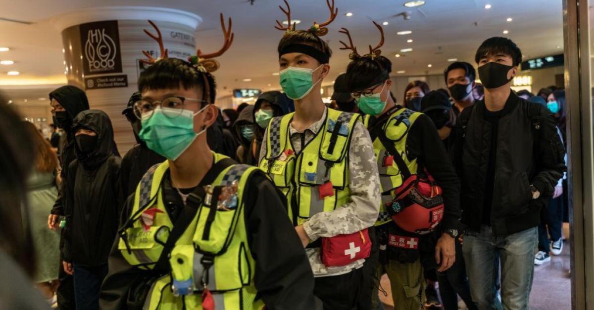ม็อบฮ่องกงชุมนุมย่านการค้าในคืนคริสต์มาสอีฟ