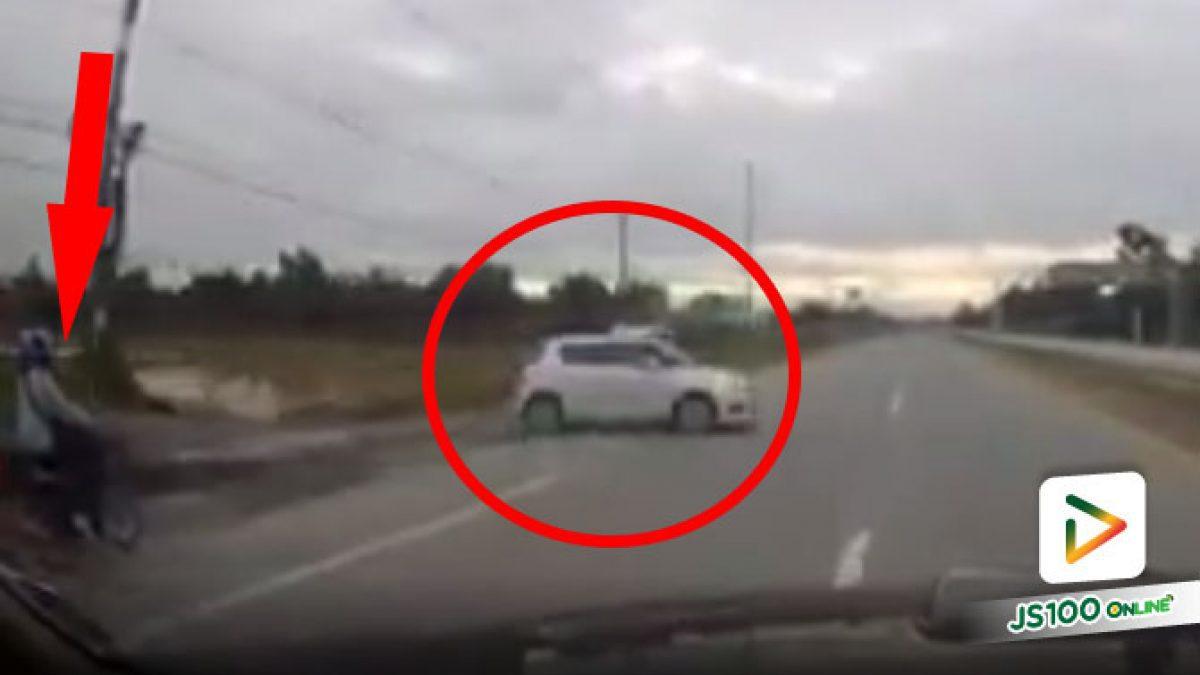 ไม่รู้ว่าเกิดอะไรขึ้นกับคนขับเก๋ง แต่โชคดีของรถจยย.มากที่ไม่เกิดอุบัติเหตุ