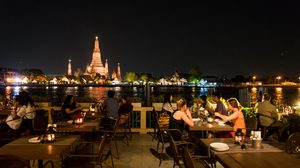 เทศกาลลอยกระทง ที่ Eat Sight Story Deck ริมแม่น้ำเจ้าพระยา