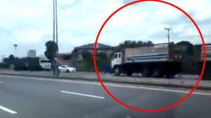 ช็อกตาตั้ง คลิปตำรวจไล่ล่า รถพ่วงซิ่งย้อนศรแหกด่านบนทางหลวง