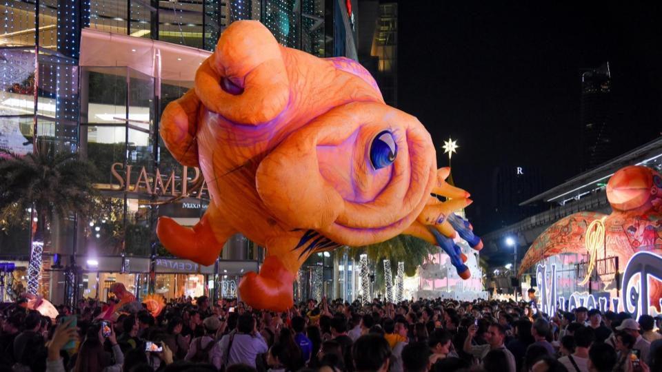 ตื่นตา! บอลลูนยักษ์รับลมหนาว กลางกรุง ณ ลานพาร์คพารากอน