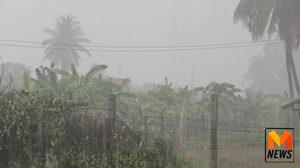 ฝนกระหน่ำ อ.มโนรมย์ โรงเรียนต้องปิด 1 วัน นาข้าวจมน้ำ