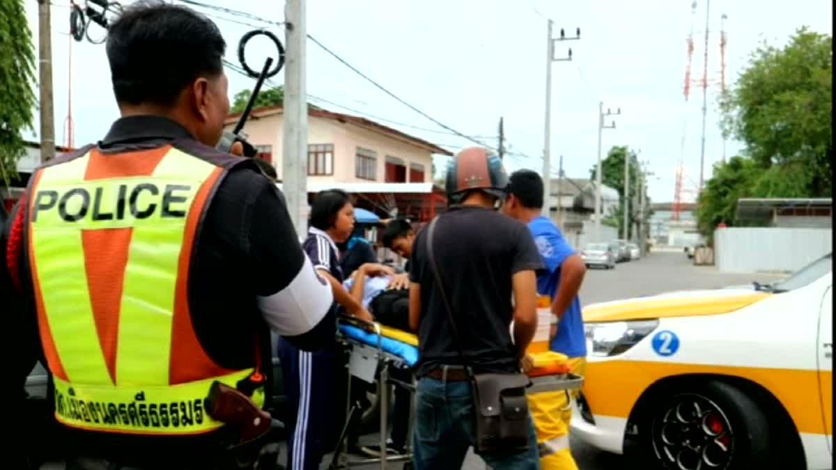 ปรบมือรัวๆ นักเรียนหญิงโรงเรียนชื่อดังเมืองคอน ช่วยผู้บาดเจ็บกลางถนนหลังถูกรถชน