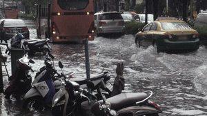 ฝนถล่มกรุง! วังทองหลาง บางกะปิ ดินแดง ตกหนักน้ำเริ่มท่วมขัง