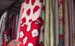 ตลาดชายแดนช่องจอมคึกคัก ผ้าห่มมือสองราคาถูก