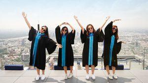 """คิง เพาเวอร์ มหานคร มอบโปรโมชั่น""""Graduation Package""""แก่บัณฑิตใหม่ป้ายแดง ร่วมบันทึกภาพความสำเร็จบนจุดชมวิวชั้นดาดฟ้าที่สูงในประเทศไทย"""