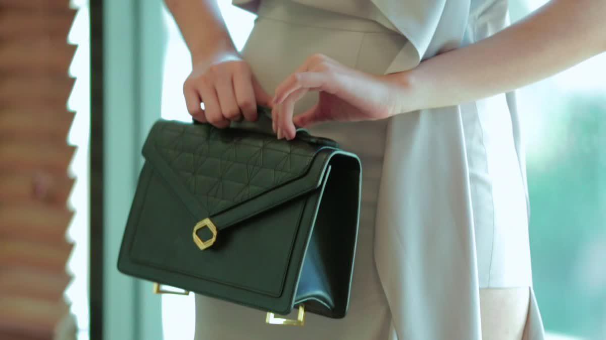 คลิปแฟชั่นโชว์ กระเป๋าแบรนด์ PHYA คอลเลกชั่นล่าสุด
