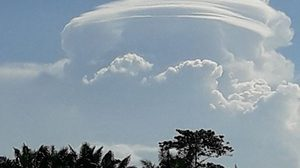 ฮือฮา! เมฆคล้ายจานบิน ปรากฏเหนือท้องฟ้าเมืองกระบี่