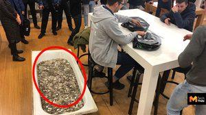 นับจนเบื่อ หนุ่มรัสเซียซื้อ iPhone XS ด้วยเหรียญรูเบิล 1 แสนเหรียญ มูลค่า 48,300 บาท