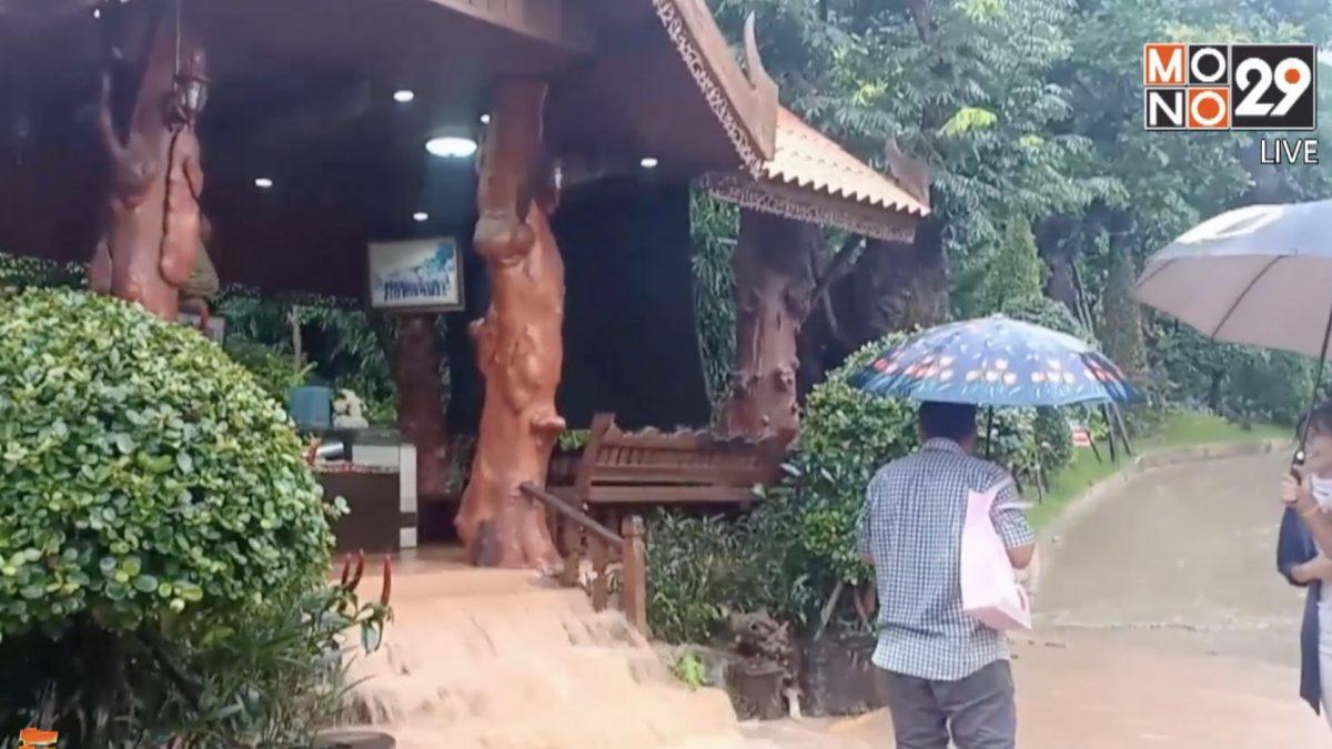 ฝนตกหนักเกิดน้ำป่าหลากผ่านวัดผาแด่น จ.สกลนคร