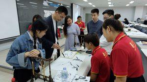 เจียงจินจวิน ศิลปินเอกจากจีนแสดงผลงานและสอนนักศึกษาไทยวาดภาพพู่กันจีน